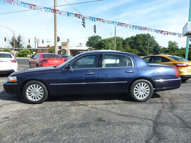Krug Auto Sales 2003 Lincoln Town Car Signature